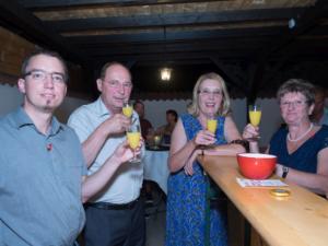 GR Thomas Rupprecht und Gäste in der Bar