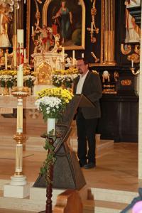Station 1 - Hannes Lafferl erklärt die Kirchengeschichte
