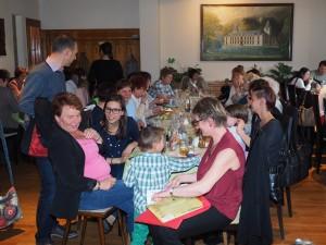 Die Programmgestalterin Margit Rupprecht und Gäste