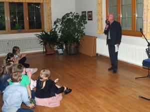 SPÖ-Obmann GGR Gerhard Stoiber begrüßt die Mütter und Väter