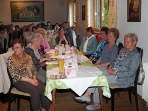 Rechts vorne die Obfrau de Pensionistenverbandes Traude Hoffer