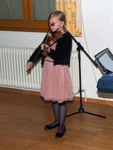 Barbara Leitner mit einem Geigensolo