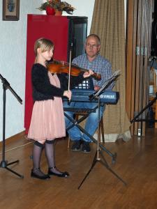 Barbara wird von ihrem Vater begleitet