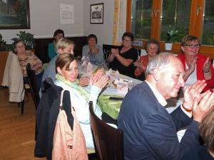 Im Hintergrund GR Renate Garherr mit Gästen