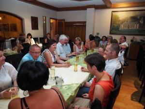Festgäste und Mitglieder der Volkstanzgruppe Hernstein