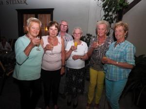 Mitglieder des Pensionistenverbandes in der Sektbar