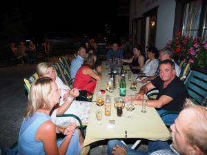 Am Tisch mit GGR Michaela Postl, GGR Gregor Rauch und GR Walter Mayrhofer