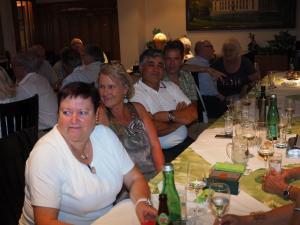 Helga Stoiber mit treuen Gästen aus Kottingbrunn