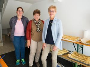 Karin Kiesl, Vroni Stoiber und Gerlinde Haiden bereiten die Strudel vor